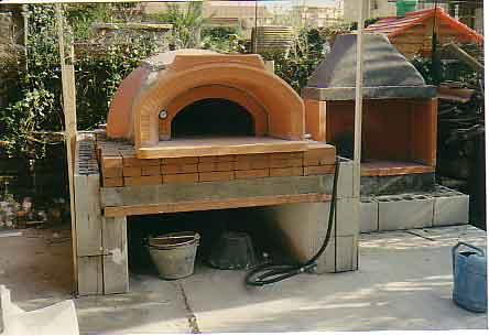Come costruire un barbecue in muratura video tavolo for Barbecue fai da te in ferro